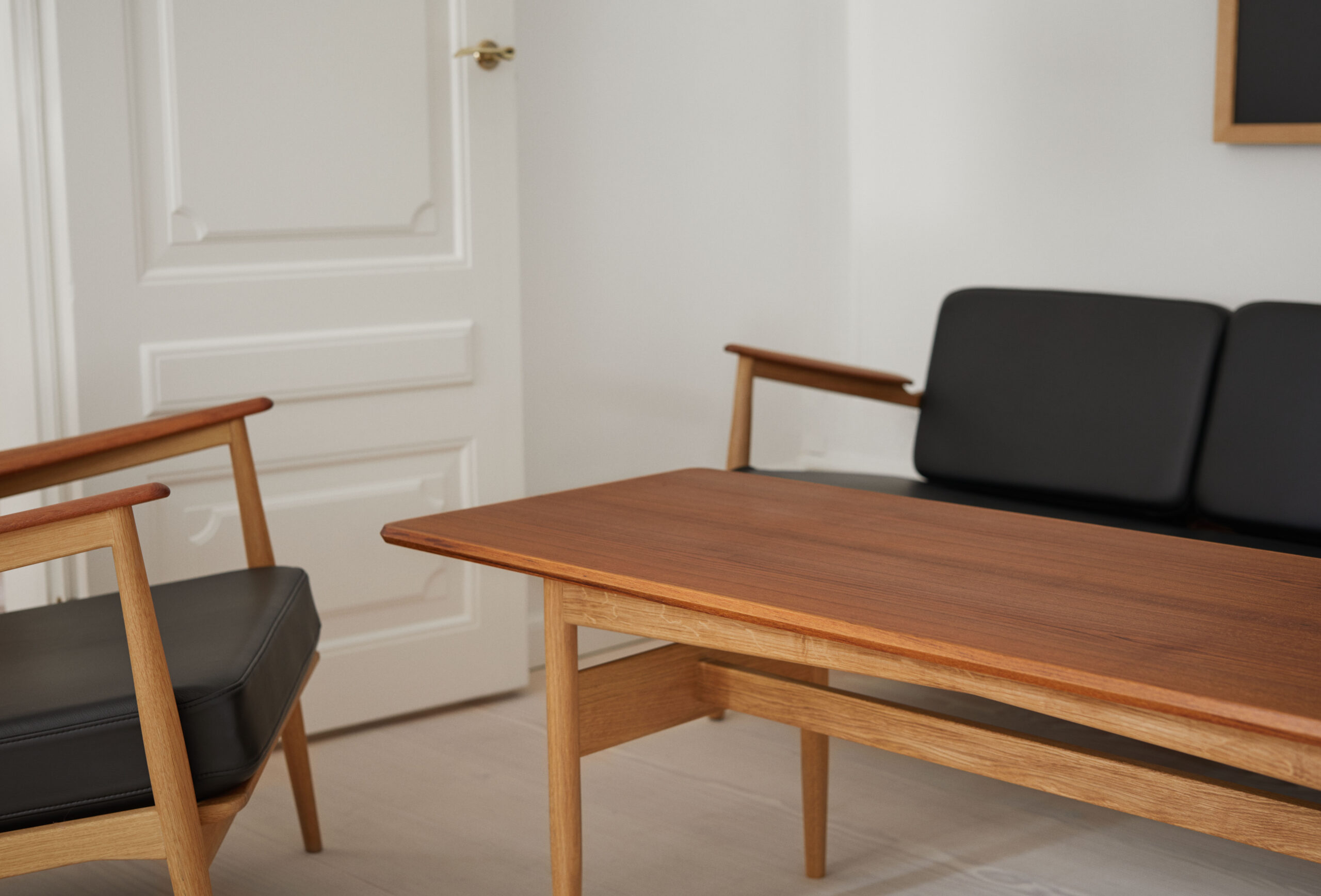 Magnus Olesen, Model 107 Coffee Table